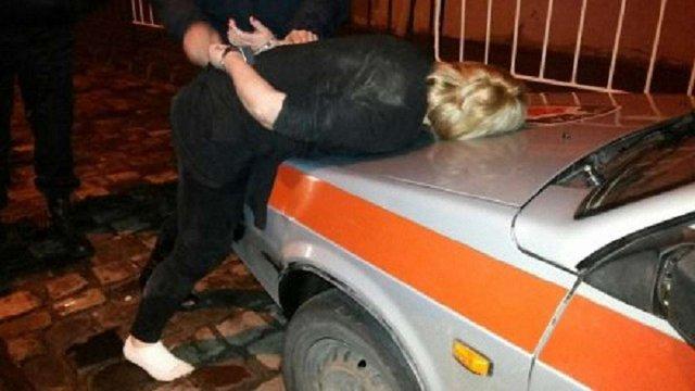 У Львові засудили двох жінок, які побили патрульного поліцейського