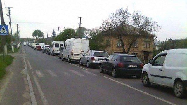У пунктах пропуску на Львівщині утворилися великі автомобільні черги