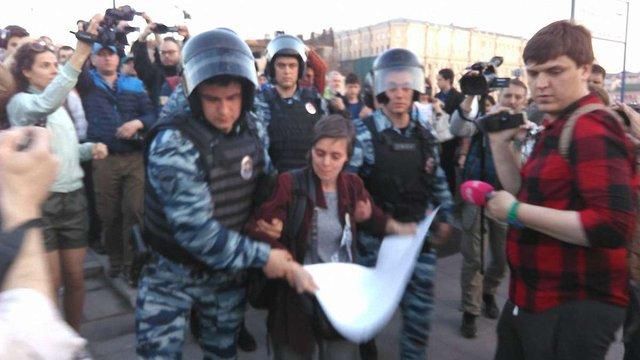 Під час мітингу на Болотній площі в Москві затримали опозиціонерів