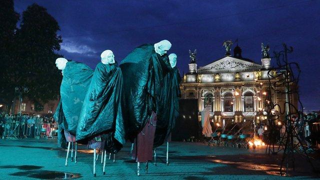 До дня Львова театр «Воскресіння» підготував вуличну виставу