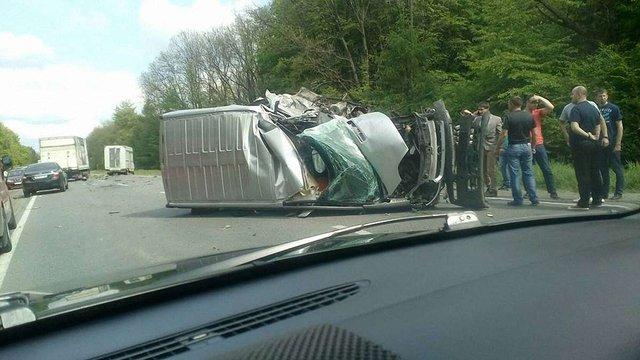 На трасі Львів-Шегині у ДТП постраждав водій мікроавтобуса