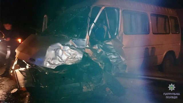 У Львові п'яний водій буса виїхав на зустрічну і врізався в позашляховик