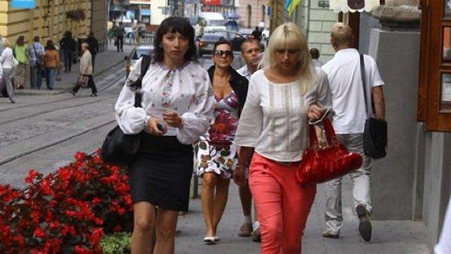 Львів'ян закликають одягнути в четвер на роботу і навчання вишиванки