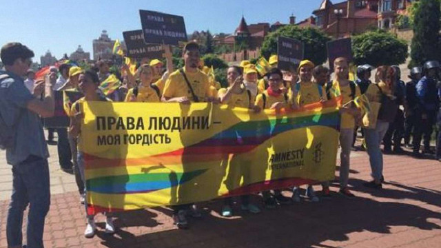 Посли 13 країн заявили про намір взяти участь у ЛГБТ-марші в Києві
