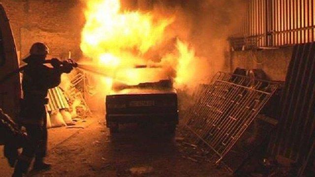 Неподалік Львова згоріли два автомобілі
