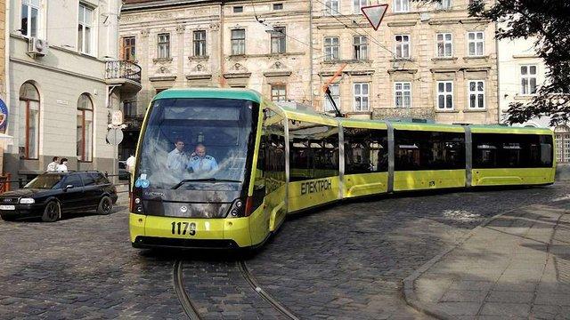 Львівські трамваї і тролейбуси планують обладнати  багажниками для велосипедів