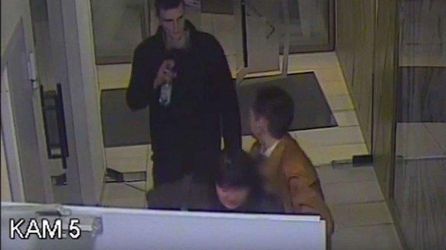 Відвідувачка львівського нічного клубу вкрала з торгового центру півтораметрову фігуру жирафи