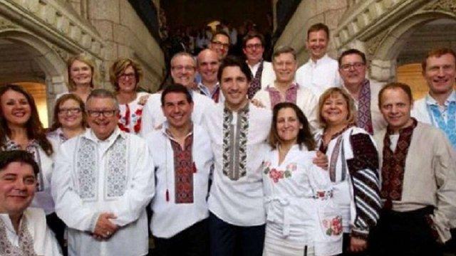 Прем'єр-міністр та урядовці Канади одягнули українські вишиванки