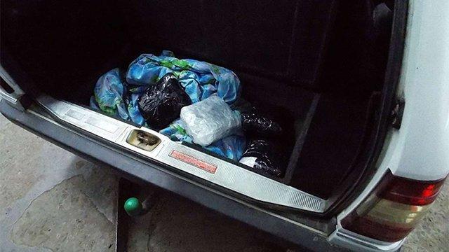 29-річний укранець з подвійним громадянством намагався провезти у Польщу 2 кг марихуани