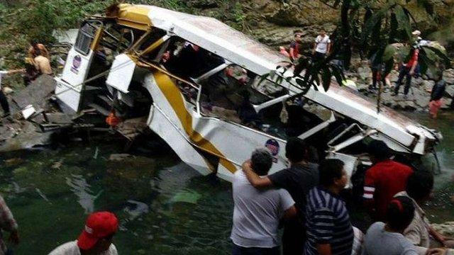 В Індії автобус упав в ущелину, загинули 14 людей