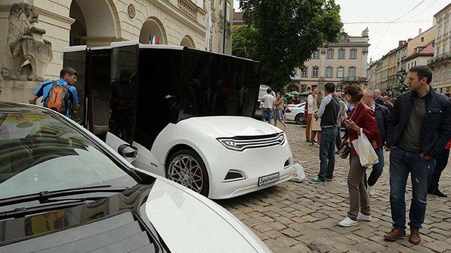 У Львові презентували перший український електромобіль