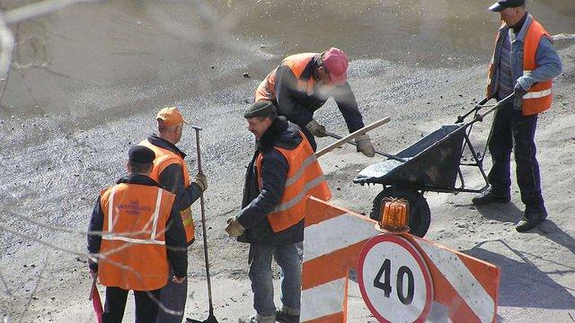 Укравтодор назвав дату, коли залатають усі ями на дорогах