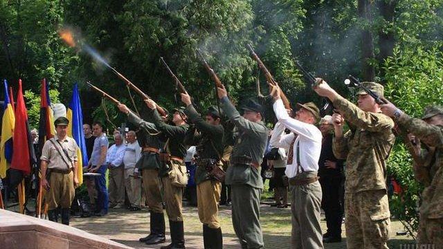 В Івано-Франківську до Дня Героїв відтворили бій між підрозділами УПА та Вермахту