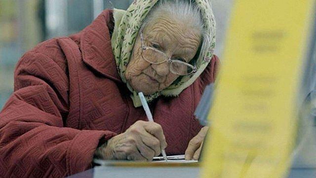 З липня переселенцям платитимуть пенсії лише в «Ощадбанку»