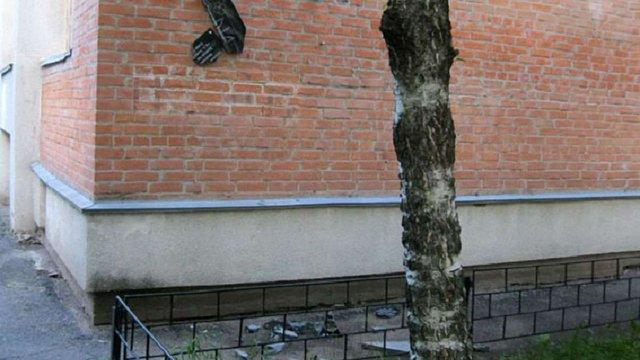 У Полтаві вандали розбили меморіальні дошки учасникам АТО