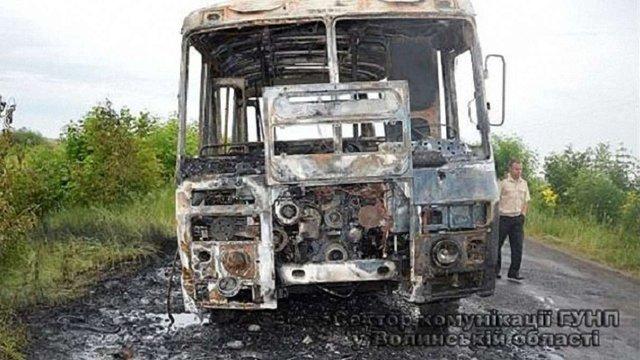 Зайнявшись під час рейсу, пасажирський автобус на Волині згорів дотла