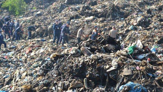 На сміттєзвалищі знайшли тіло третього рятувальника