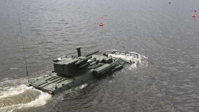 Нацгвардія випробувала на воді український БТР-4