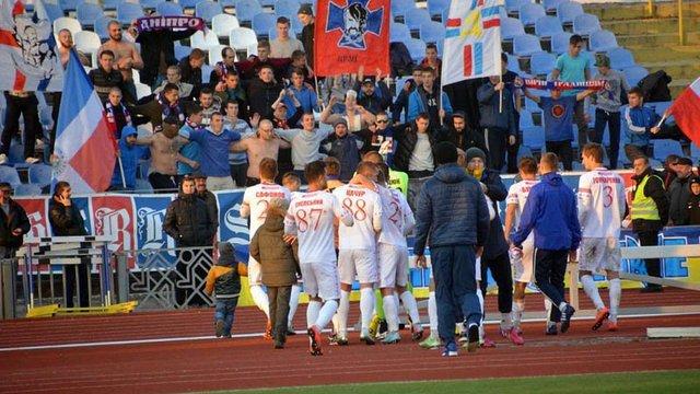 Директор ФК  «Полтава» після бійки із фанатами вийшов на поле із пістолетом