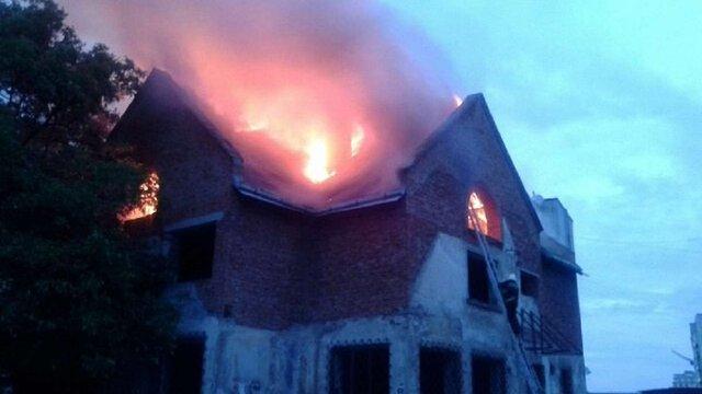 У Львові горів недобудований двоповерховий будинок