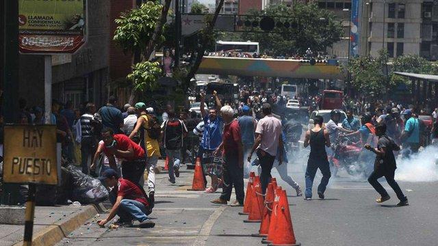 У Венесуелі відбулися сутички демонстрантів з поліцією