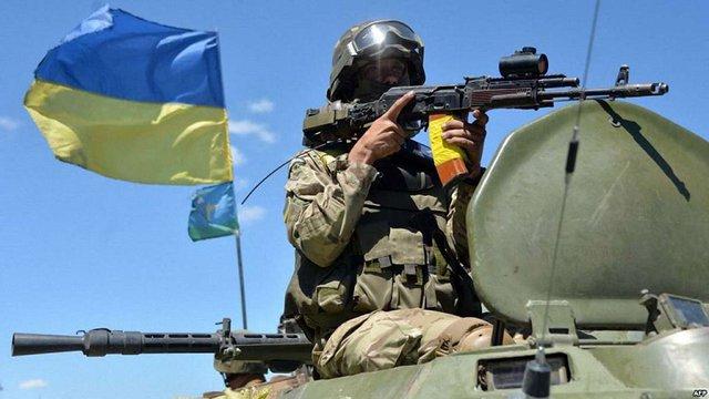 Військові в зоні АТО мають право відкривати вогонь у відповідь, – Порошенко