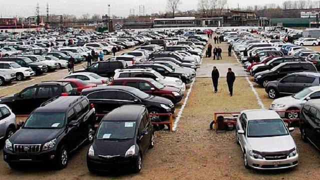 Екс-регіонал заблокував підписання закону про акцизи на вживані автомобілі