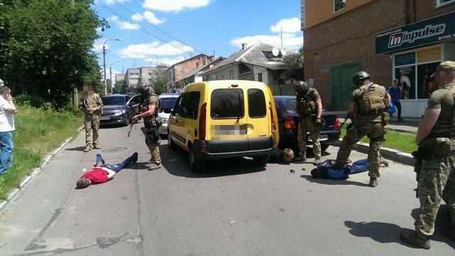 У Житомирі затримали трьох поліцейських, які продавали наркотики