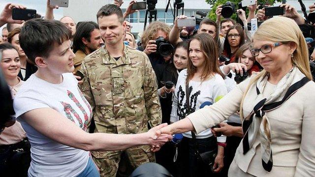 Надія Савченко розповіла, чому не взяла квіти в Тимошенко