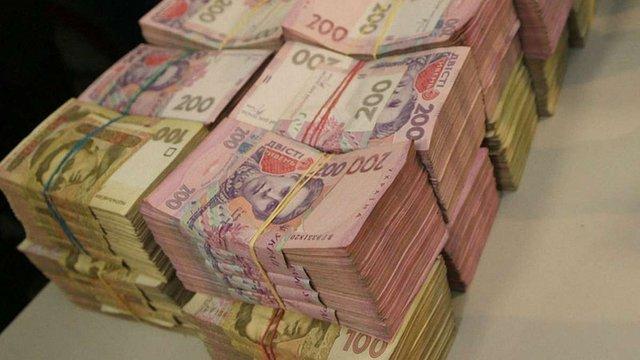 Шахрай обміняв жінці-підприємцю $56400  на сувенірні гривні