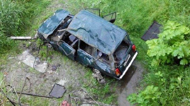 На Львівщині автівка злетіла з мосту, постраждали п'ятеро людей