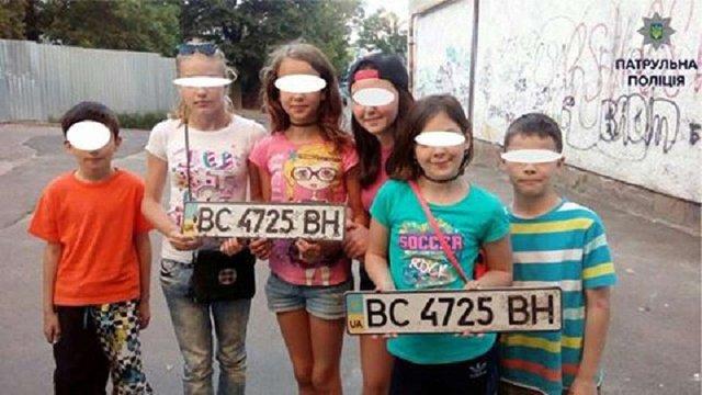 Малі львів'яни знайшли вкрадені автомобільні номери і самі викликали поліцію
