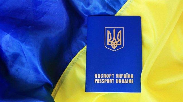 Більше двох третин українців пишаються своїм громадянством