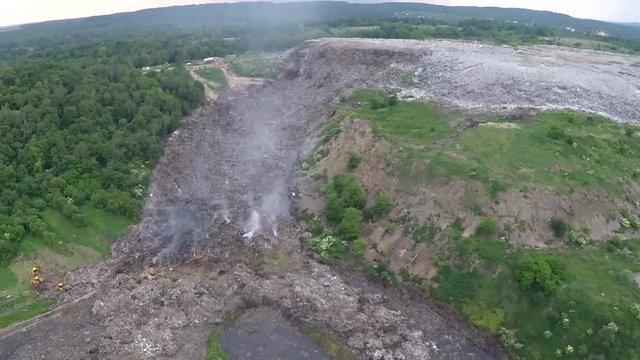 На львівському сміттєзвалищі виникла  тріщина, яка стрімко збільшується