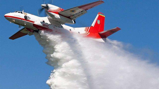 Для гасіння пожежі на Грибовицькому сміттєзвалищі використають авіацію