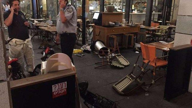 У Тель-Авіві терористи відкрили вогонь по відвідувачах торгового центру