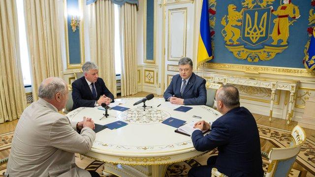 Президент заявив, що допоможе ліквідувати пожежу на Грибовицькому сміттєзвалищі