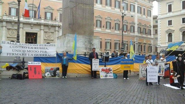 Українці під італійським парламентом вимагали зберегти санкції ЄС проти Росії