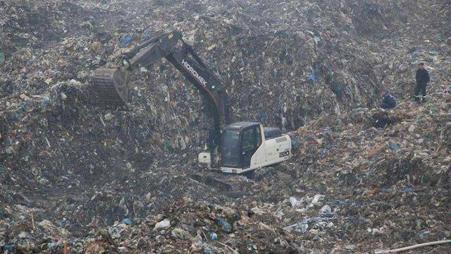 Аварійно-пошукові роботи на сміттєзвалищі тривають, пожежу локалізували
