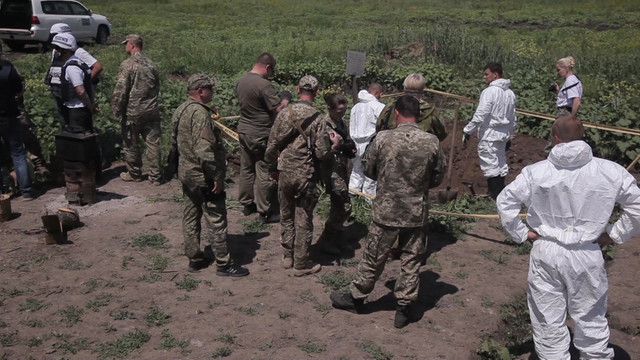 На Луганщині знайшли тіла двох загиблих з російськими шевронами