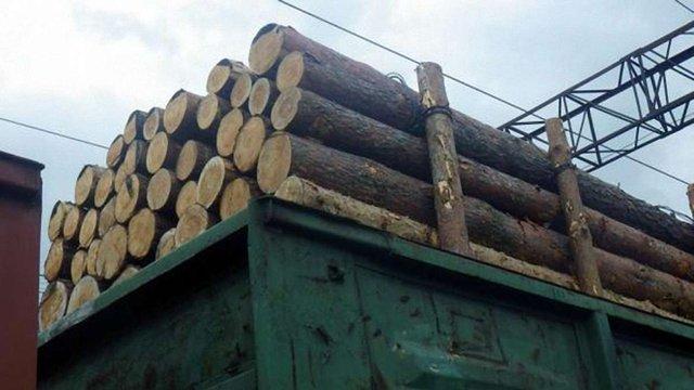 У вагонах із львівською деревиною, яку перевозили до ЄС, виявили порушення