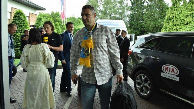 На матч України з Німеччиною чартером прилетіли Джамала, мер Києва, два урядовці і голова ОДА