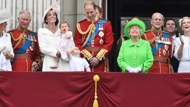 Офіційний дебют однорічної принцеси Шарлотти на параді з нагоди 90-річчя прабабусі