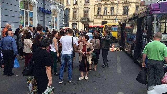 Водія автобуса, який збив насмерть дитину у Львові, взяли під варту