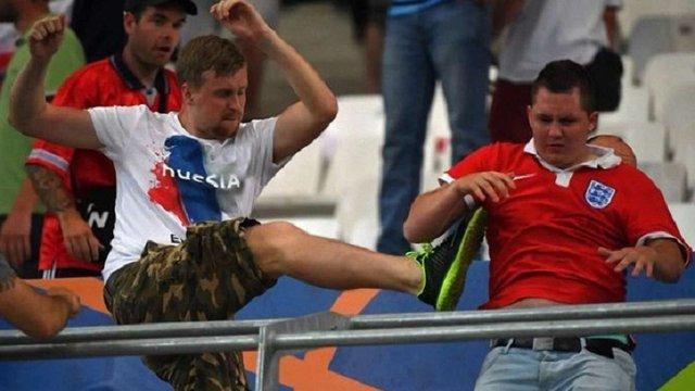 Французька влада депортує 29 російських вболівальників через бійки на Євро-2016