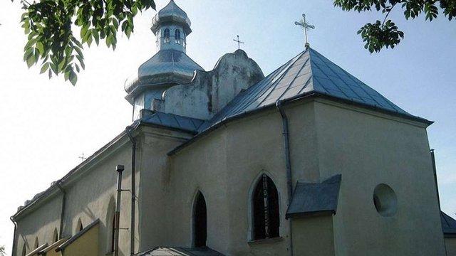 На Львівщині на ₴40 тис. обікрали могилу священика