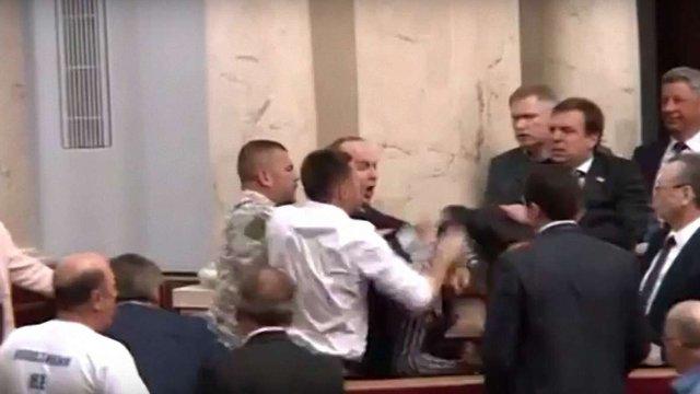 Парасюк пояснив, що стало причиною бійки із депутатами «Опозиційного блоку»