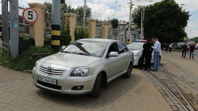 Водія Андрія Садового оштрафували за недозволений поворот