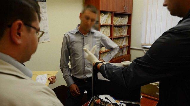 СБУ затримала на хабарі поліцейського у Яворові