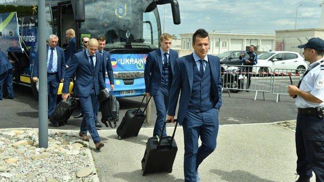 Зі збірною України на Євро-2016 їздить охоронець з автоматом